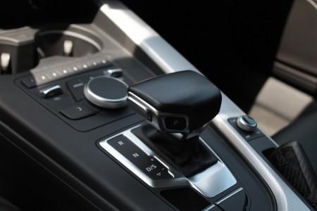 Wählhebel bei einem Automatikgetriebe eines Mazda